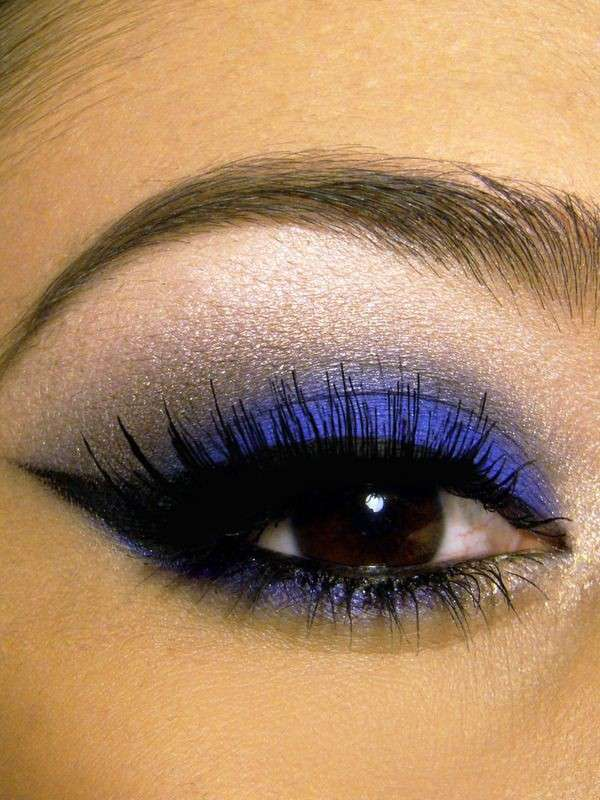 Make up blu per occhi castano scuro