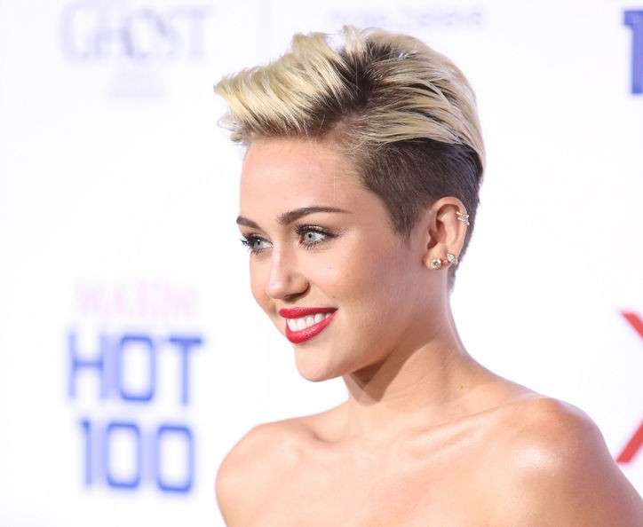 Short hairstyle di Miley Cyrus