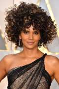 Halle Berry con ricci afro