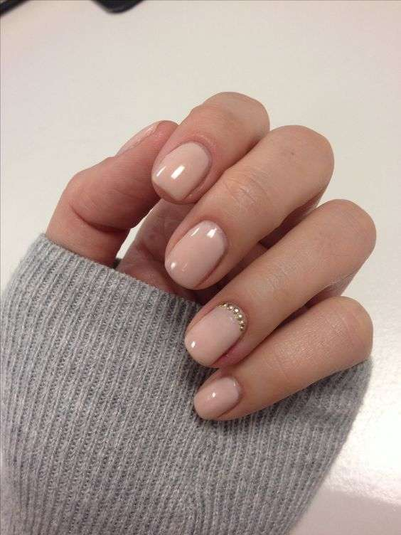 Unghie gel rosa nude con strass
