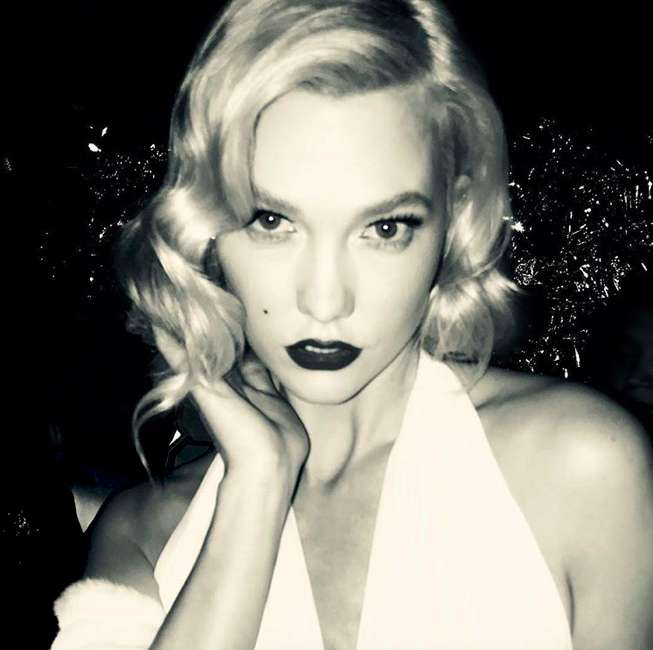 Karlie Kloss truccata come Marilyn Monroe