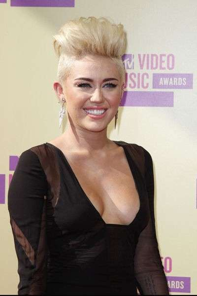 Miley Cyrus beauty look