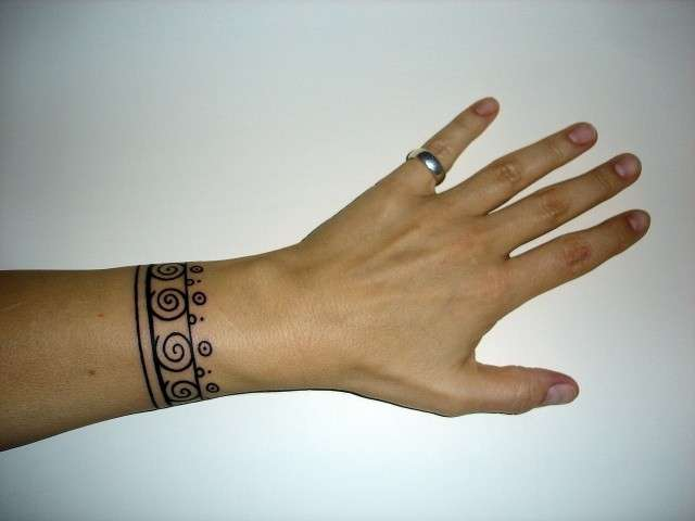 Bracelet tattoo design