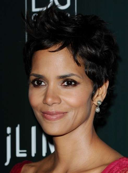 Pixie cut di Halle Berry per Primavera Estate 2014