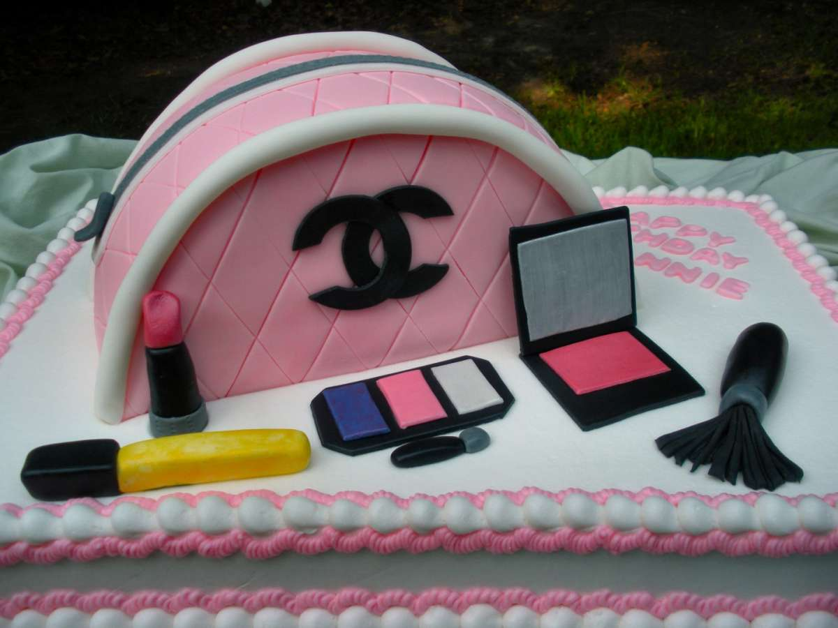 Torta trousse Chanel