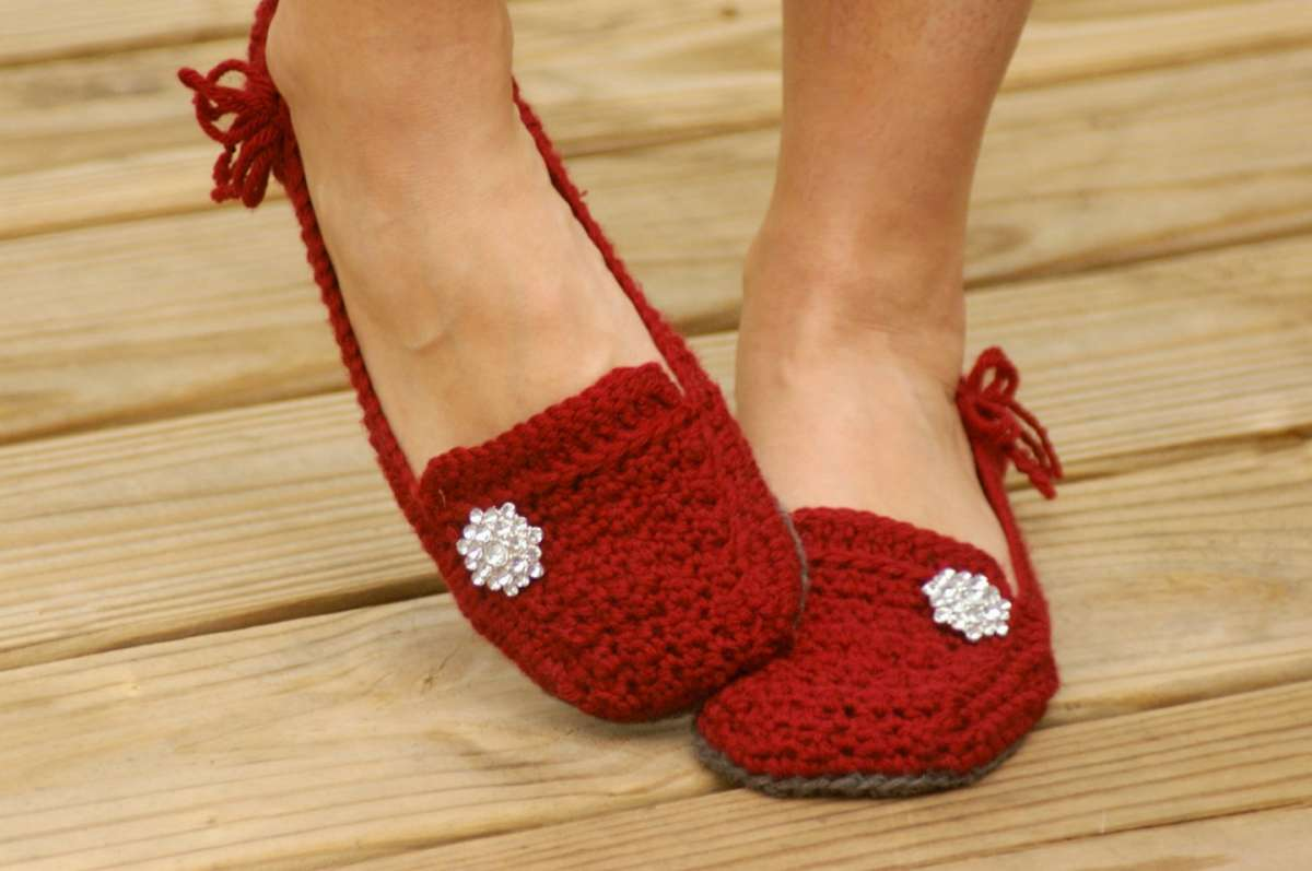 Pantofole rosse all'uncinetto